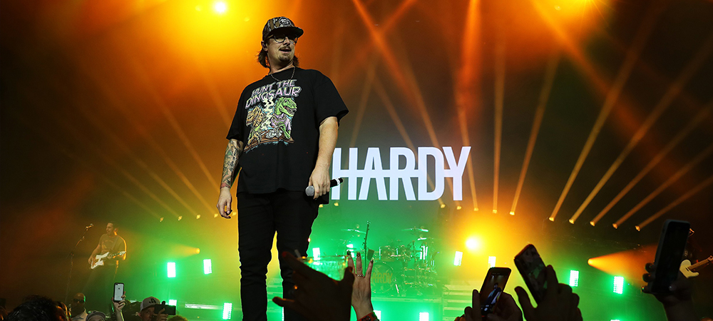 Rising country star Hardy out with Zac Coren-designed Elation rig